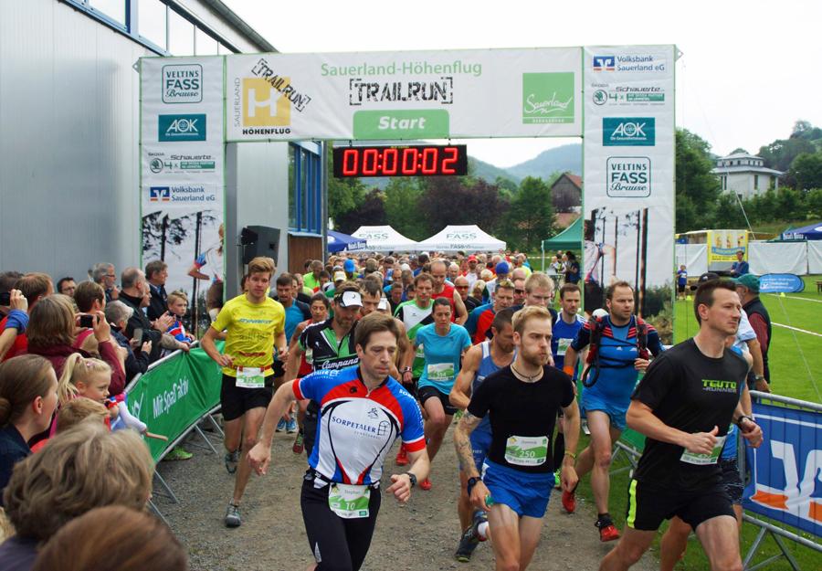 Fast 380 Trailrunner gingen allein beim Halbmarathon an den Sart. (Foto: SCHW)