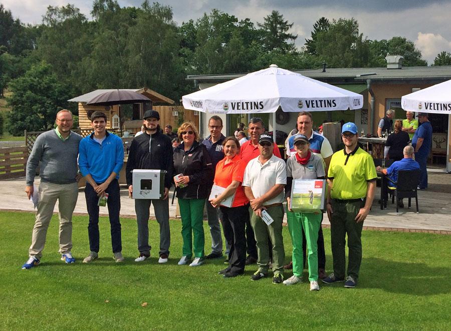 Siegerehrung beim Spendenturnier für die Deutsche Krebshilfe im Golfclub Amecke. (Foto: Golfclub)