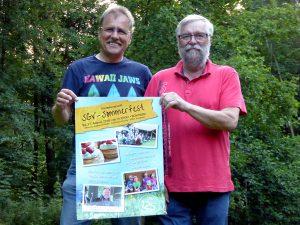 Gerd Riedel 1. SGV-Vorsitzender (rechts) und Willi Verbanc, 2. SGV-Vorsitzender präsentieren das SGV-Sommerfestplakat (Foto: SGV)