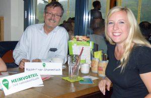 Auch der stellv. lLndrat Dr. Michael Schult war zur Premiere des Rückkehrer-Stammtischs gekommen. Rechts Heimvorteil-Projektleiterin Sandra Schmitt. (Foto: HSK)