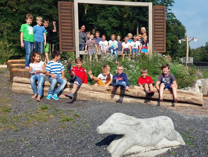 Einige der insgesamt 161 Grundschulkinder der Stadt, die jetzt mit einer Projektwoche als KulturStrolche den Natur-Erlebnis-Raum kennenlernten. (Foto: Stadt Arnsberg)