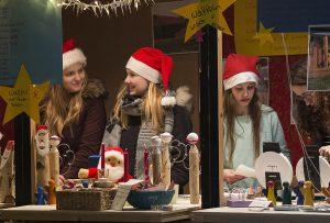Mit Aktionshütten für Schulen, Kindergärten und Vereine zeigt der Weihnachtsmarkt auch seine soziale Seite. (Foto: Verkehrsverein)