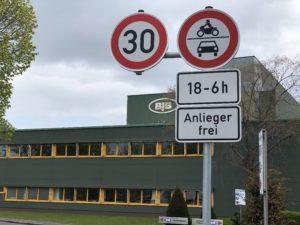 Durchfahrtsverbot am Parkplatz von BJB (Foto: Dilek Stadtler)